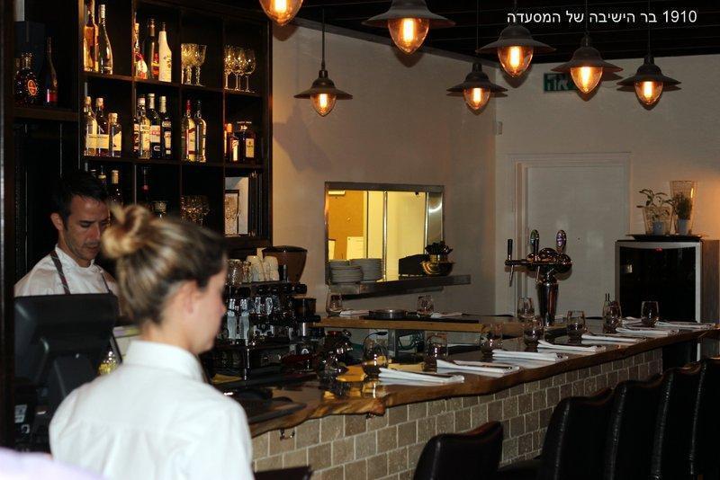 1910 – מסעדה ובר, בדגניה א', על שפת הכנרת